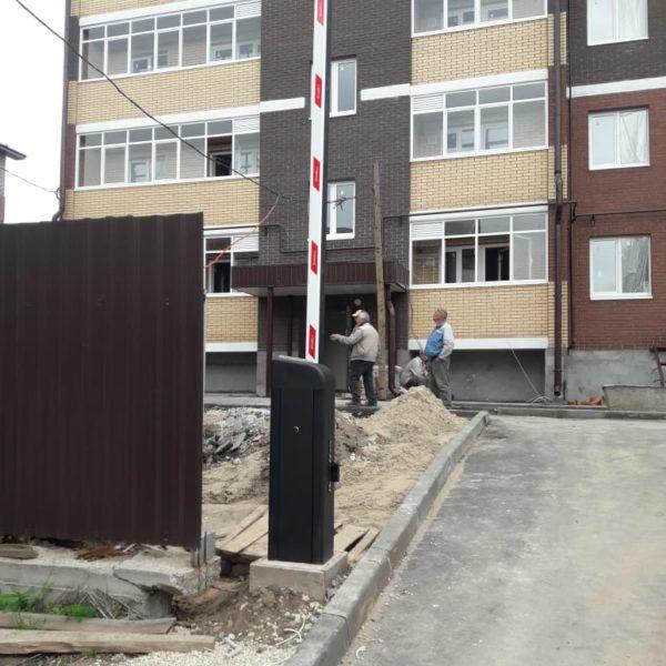 Шлагбаум DoorHan с открыванием через GSM-модуль с телефона, Казань