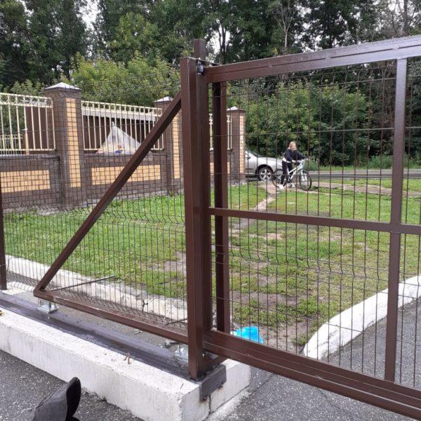 Ворота откатные на бетонных подушках