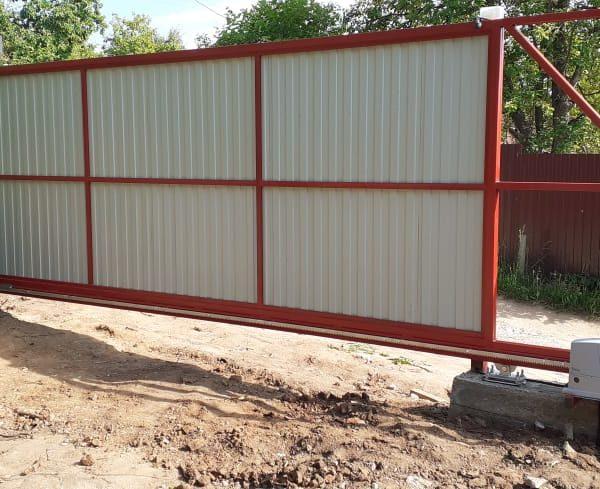 Установка откатных ворот с заполнением профнастил